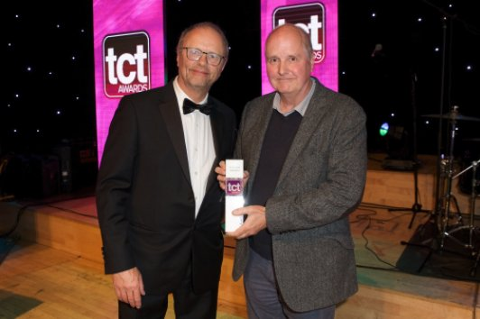 Dr Adrien Bowyer receiving his TCT Hall of Fame award from Red Dwarf's Robert Llewellyn