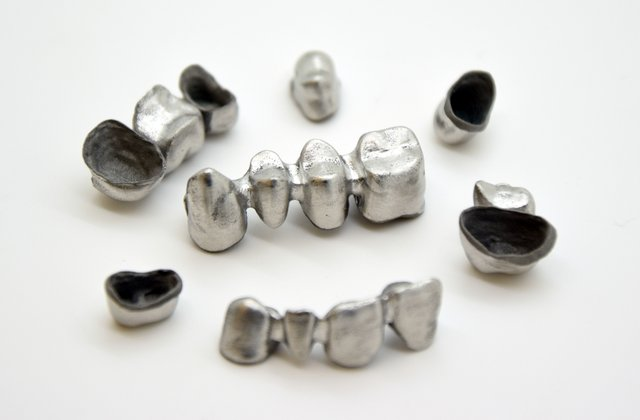 Dental implants 3D printed by Yndetech on their 3D Systems' ProX DMP 100.jpg
