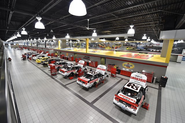 2015 NASCAR Sprint Cup Series, Martinsville