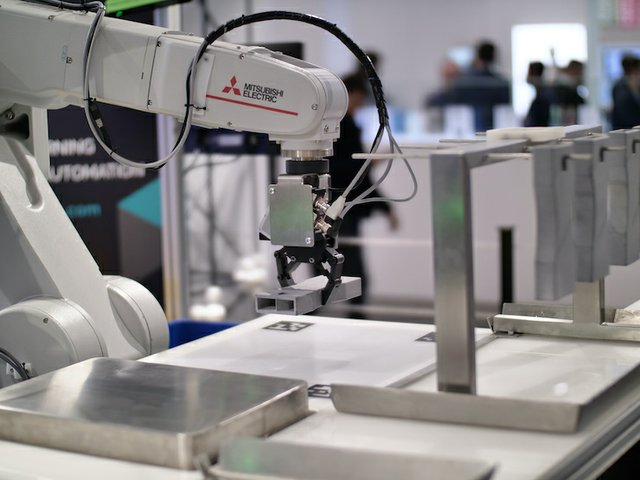 AMT's Mitsubishi robot live in action at Formnext 2019.