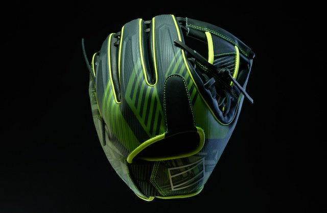 Carbon and Rawlings glove.jpg