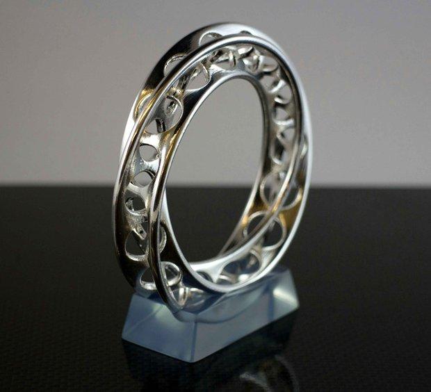 Mobius Bracelet (design: Vadim Akushevich)