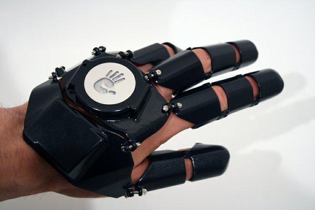 Glove One: The 3D printed glove phone