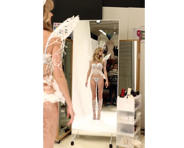 Victoria Secret Angel in her 3D printed wings