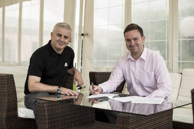 HK3D Steven Wilcox (Right) signing agreement with 3D Systems.jpg