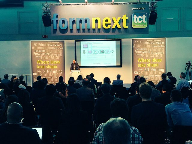 Kristian Arntz on stage at formnext 2015