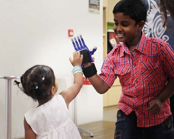high-five-3D-printed-prosthetic-hand.jpg